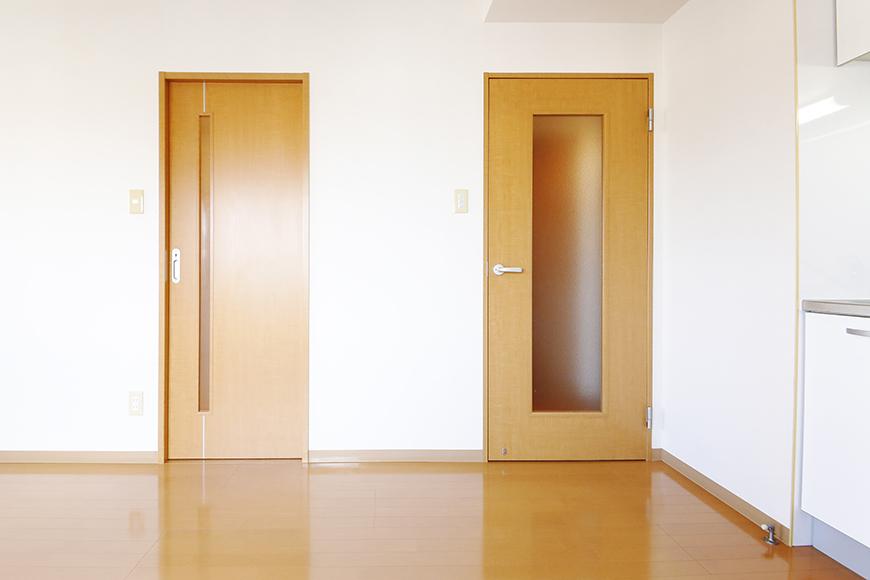 【ジョイ桜本町】301号室_水周りへのドア_MG_2478