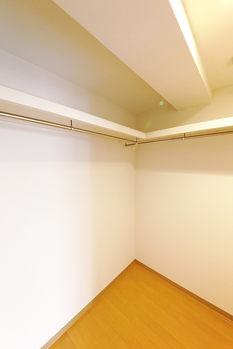 【ジョイ桜本町】107号室_洋室_ウォークインクローゼット_MG_1971