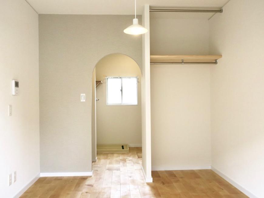 アーチの壁が可愛いお部屋。TOMOS メイプルハウス201号室2