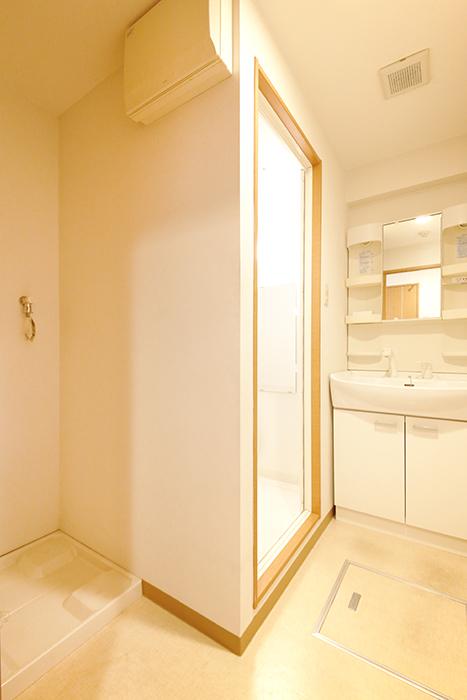 【ジョイ桜本町】107号室_水周り_室内洗濯機置き場・独立洗面台_MG_1689