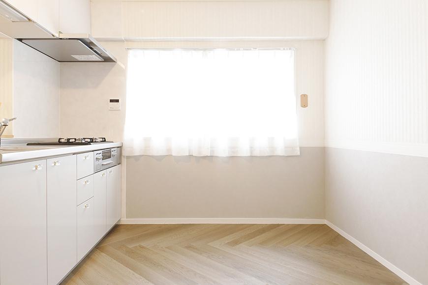 【キャッスル東栄】B棟302号室_LDK_キッチン周り_窓のある明るいキッチン_MG_0463