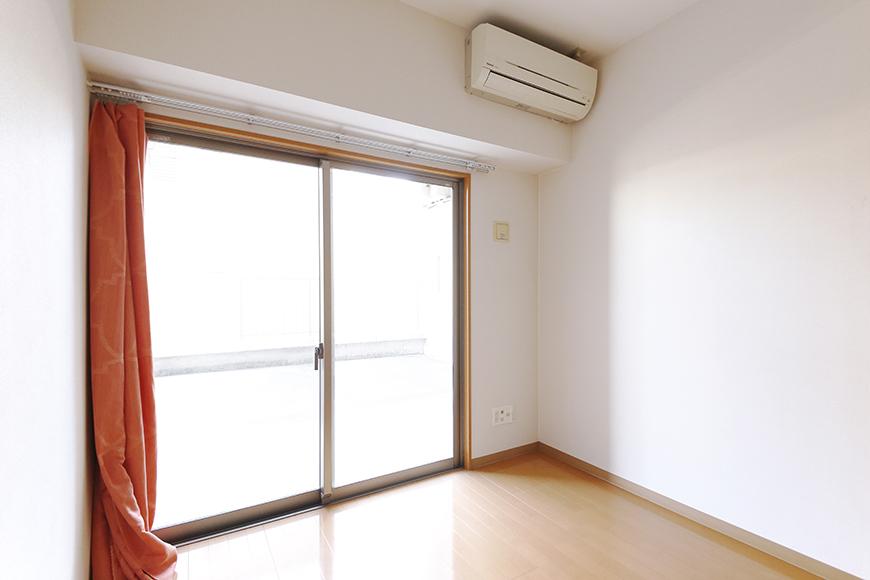 【ジョイ桜本町】107号室_LDK_リビングの窓_MG_1894