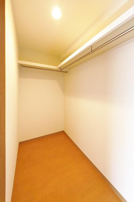【ジョイ桜本町】104号室_洋室_ウォークインクローゼット_MG_2181