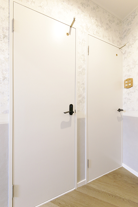 【キャッスル東栄】B棟302号室_水周りへのドア_MG_0306
