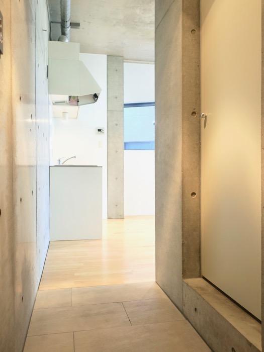 照明の光が綺麗な玄関。BAUWERK(バウヴェルク)302号室0