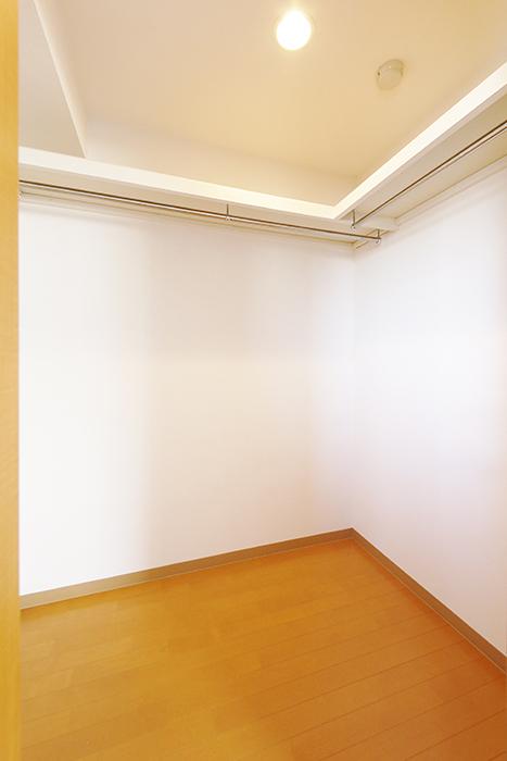 【ジョイ桜本町】301号室_洋室_ウォークインクローゼット_MG_2576