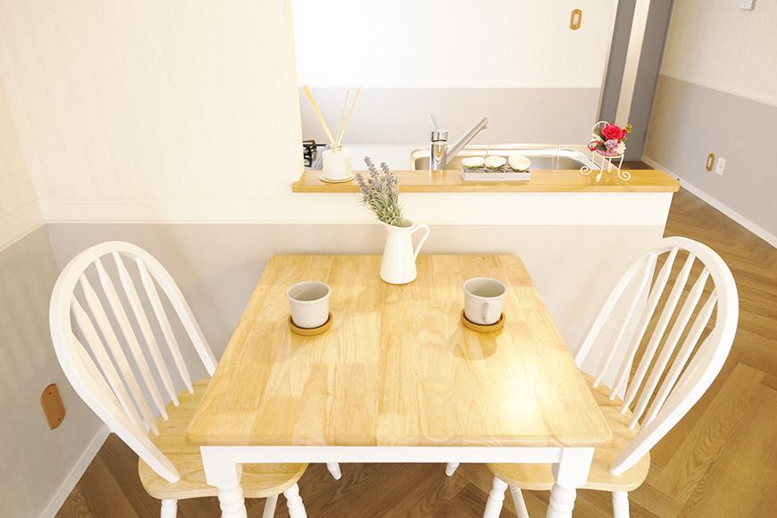 【キャッスル東栄】B棟302号室_LDK_キッチンそばにテーブルを_MG_0561
