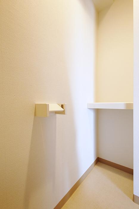 【ジョイ桜本町】301号室_水周り_トイレ_収納棚_MG_2416