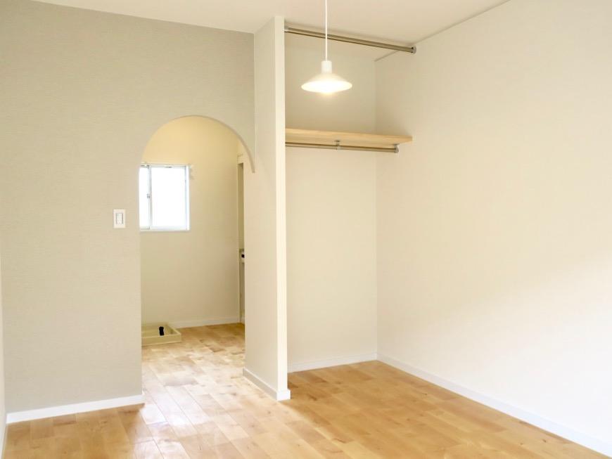 アーチの壁が可愛いお部屋。TOMOS メイプルハウス201号室3