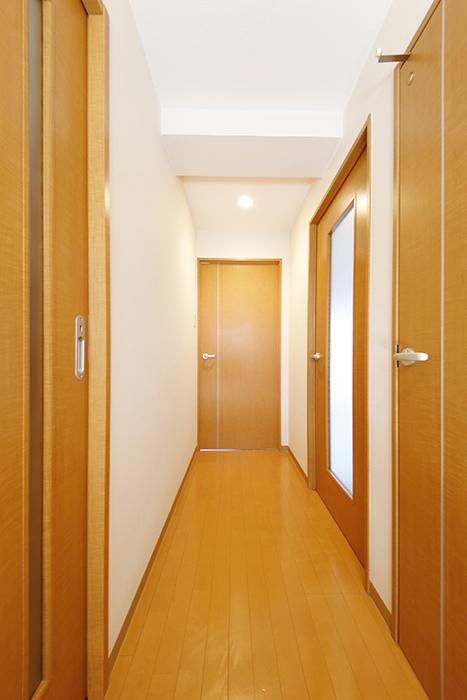 【ジョイ桜本町】104号室_玄関から廊下_MG_2062