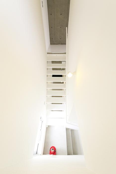 【01/HY】6号室_三階への階段_MG_2530