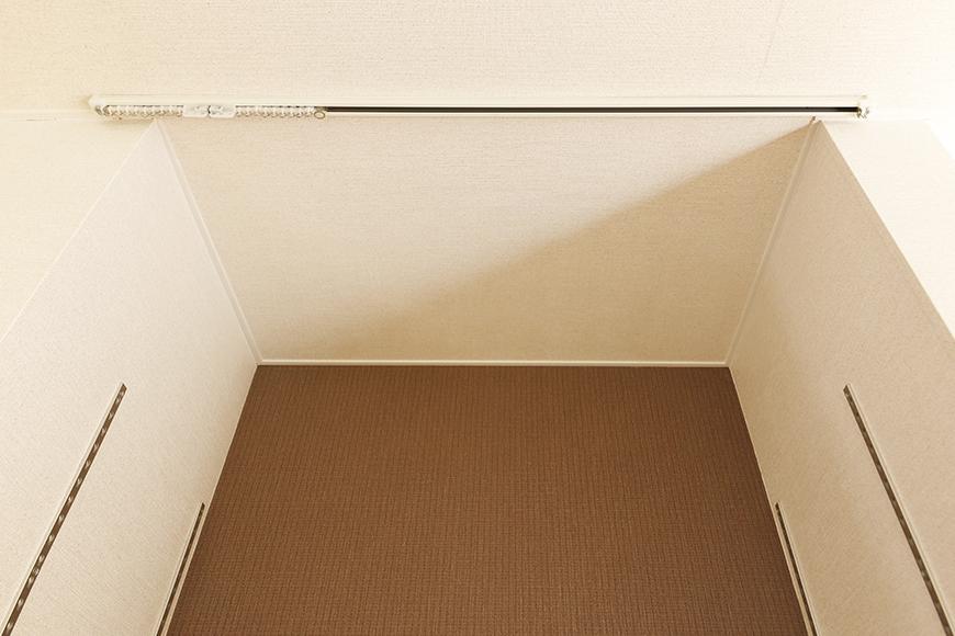 常滑【ゲーブルルーフ】102号室_1階_リビングスペース_可動棚_カーテンレール_MG_4255