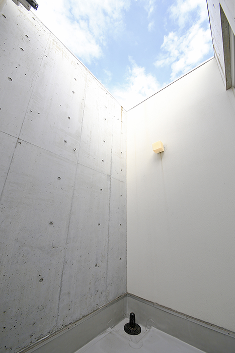 【01/HY】6号室_三階_吹き抜けのテラス_MG_2451