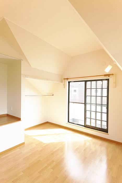 常滑【ゲーブルルーフ】102号室_2階_洋室の天井高_MG_4444