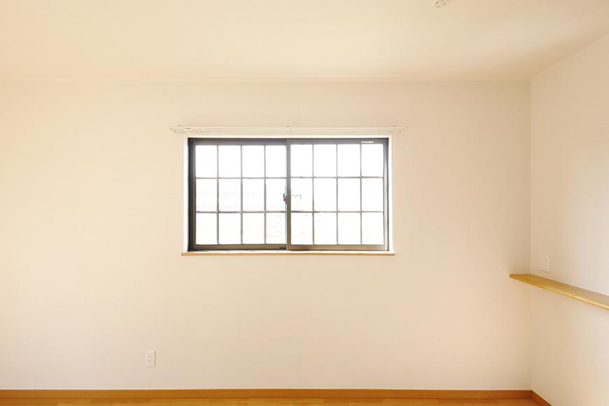常滑【ゲーブルルーフ】102号室_1階_西側の窓_MG_4186