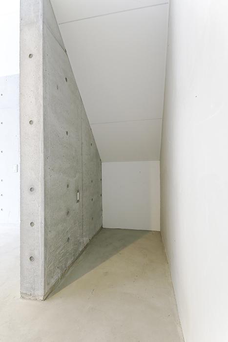 【01/HY】6号室_一階_ガレージ_納戸スペース_MG_2148