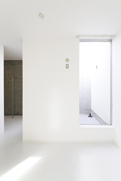 【01/HY】6号室_三階_吹き抜けのテラス周り_MG_2455