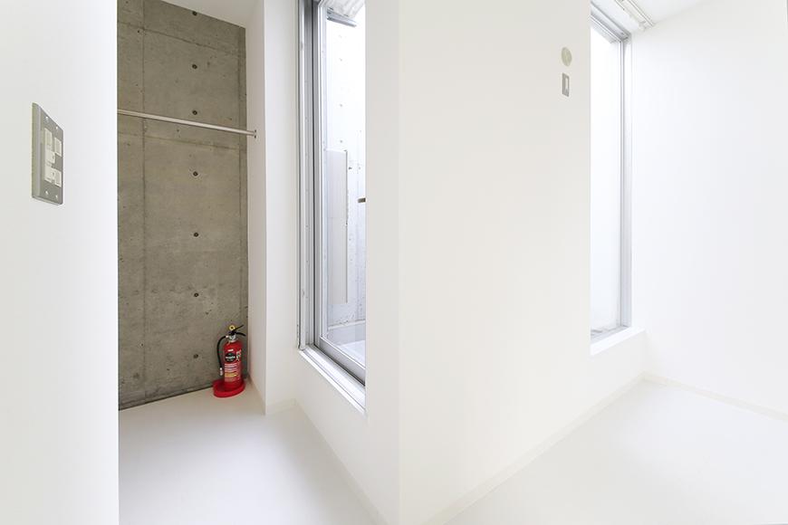 【01/HY】6号室_三階_吹き抜けのテラス周り_MG_2429