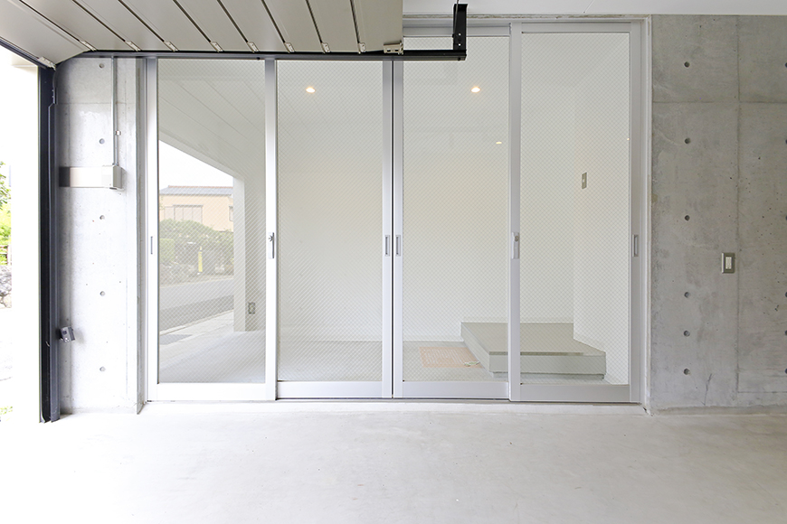 【01/HY】6号室_一階_ガレージ_玄関周り_MG_2154