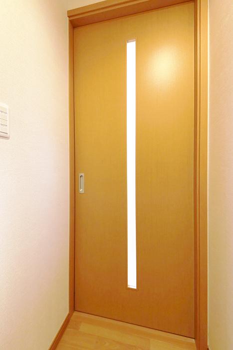 常滑【ゲーブルルーフ】102号室_1階_玄関周り_LDKへのドア_MG_3885
