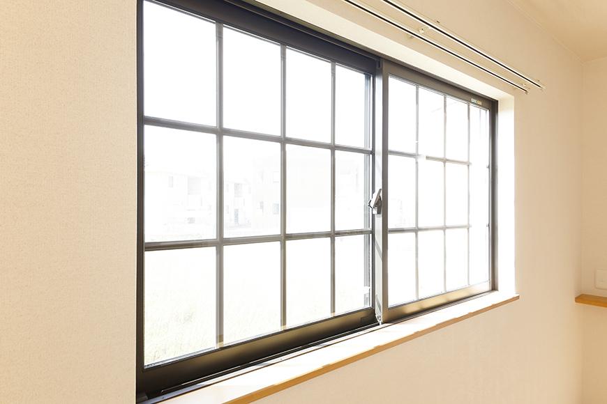 常滑【ゲーブルルーフ】102号室_1階_西側の窓_MG_4188