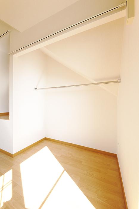 常滑【ゲーブルルーフ】102号室_2階_クローゼット_MG_4044