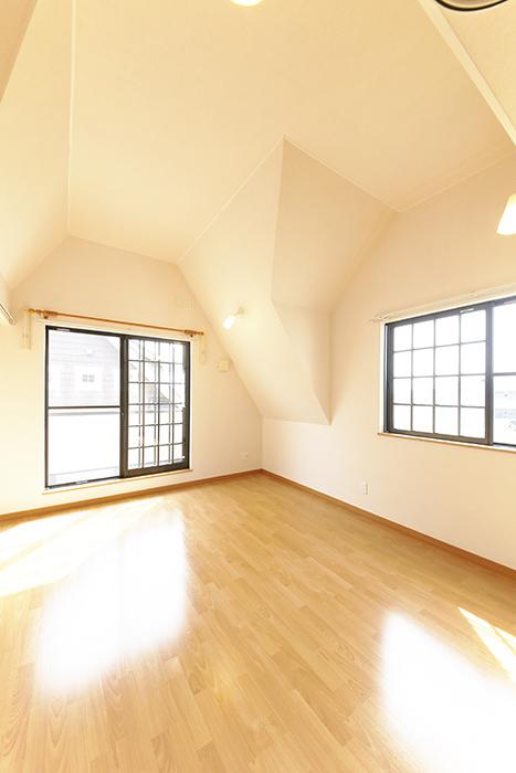 常滑【ゲーブルルーフ】102号室_2階_洋室の天井高_MG_4436