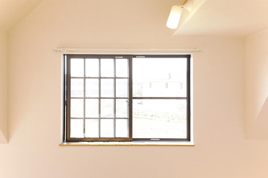 常滑【ゲーブルルーフ】102号室_2階_西側の窓_MG_3994