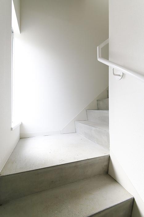 【01/HY】6号室_一階から二階への階段_MG_2238