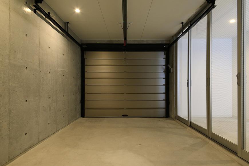 【01/HY】6号室_一階_ガレージ_シャッタークローズの状態__MG_2180