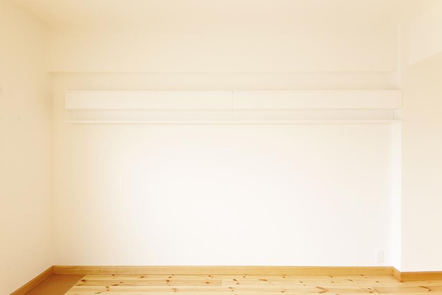 【ドヌール諏訪】402号室_LDK_飾り棚のある壁_MG_6309