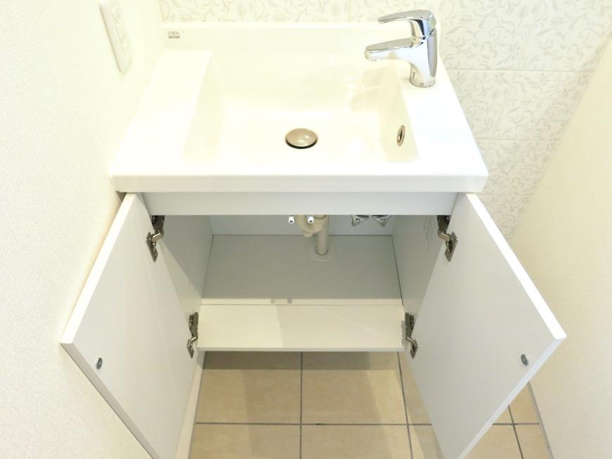 上品で清潔なパウダールーム。AZUR JOSAI 2A 5