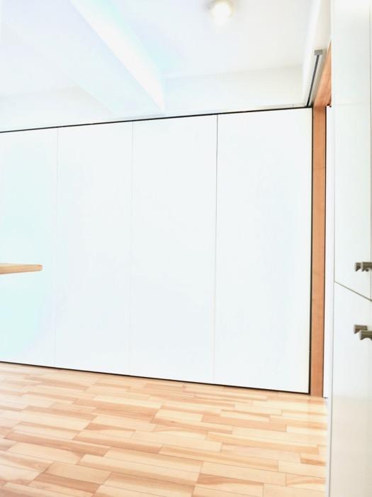 稼働扉付きキッチンスペースでスタイリッシュにお部屋を使う。AZUR JOSAI 2A 5