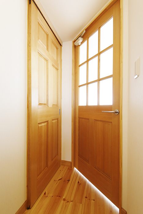 【ドヌール諏訪】402号室_水周り・LDKへのドア_MG_6091