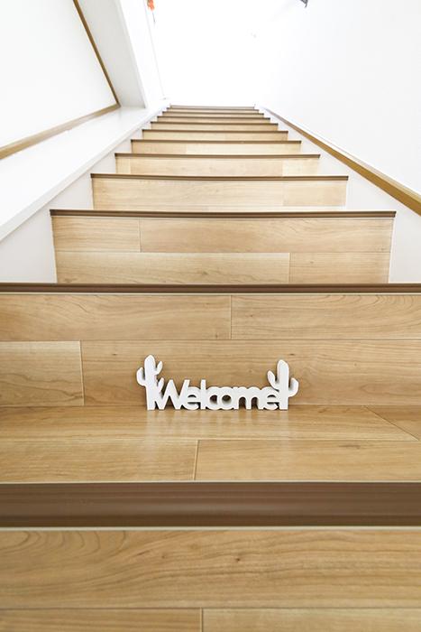 上社駅【サザン社口】一階_二階への階段_WELCOME_MG_7585