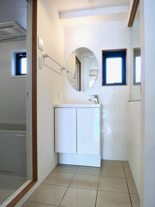 上品で清潔なパウダールーム。AZUR JOSAI 2A 0