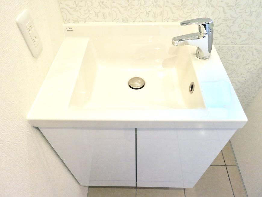 上品で清潔なパウダールーム。AZUR JOSAI 2A 4