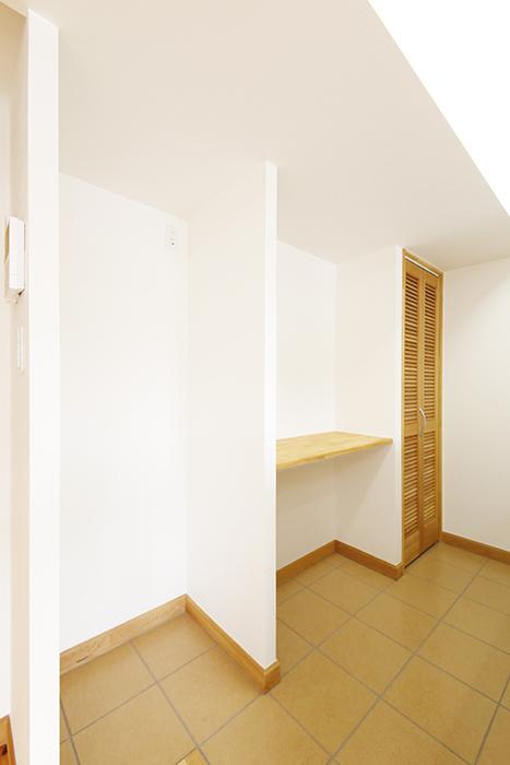 【ドヌール諏訪】203号室_LDK_キッチン周り_冷蔵庫置き場・収納棚_MG_5793