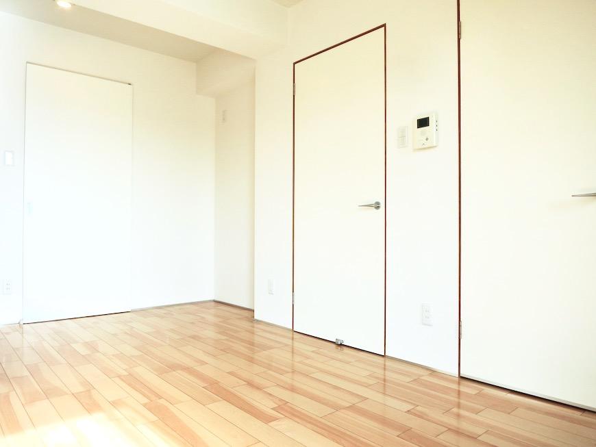 扉に木枠。優しい空間。AZUR JOSAI 3B 2