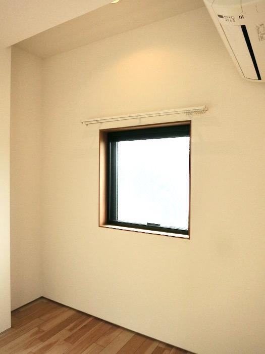 ベットルーム。優しい光が落ち着く空間。AZUR JOSAI 3B 0