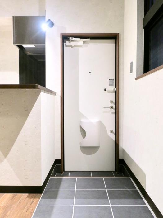 玄関。 ブルックリンカフェ風アパートメント。ESPRESSO清須1A号室2