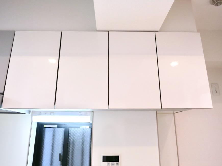 鮮やかなホワイトのキッチン台。AZUR JOSAI 2A 2