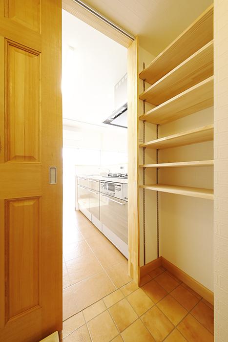 【ドヌール諏訪】402号室_水周りからキッチンへの導線_MG_6168