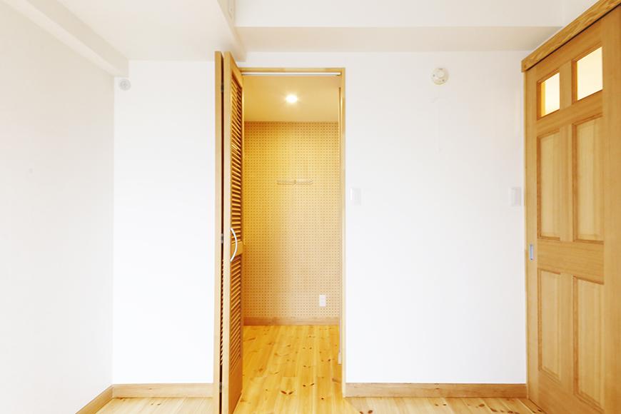 【ドヌール諏訪】203号室_北側の洋室_ウォークインクローゼット_MG_5615