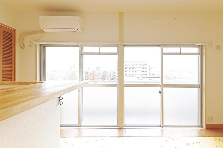 【ドヌール諏訪】402号室_LDK_二部屋分の大きな窓_MG_6321