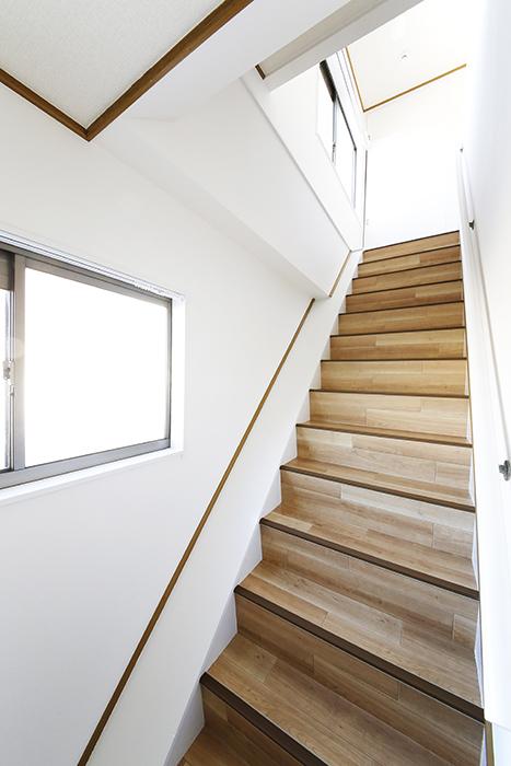上社駅【サザン社口】二階_三階への階段_MG_7234