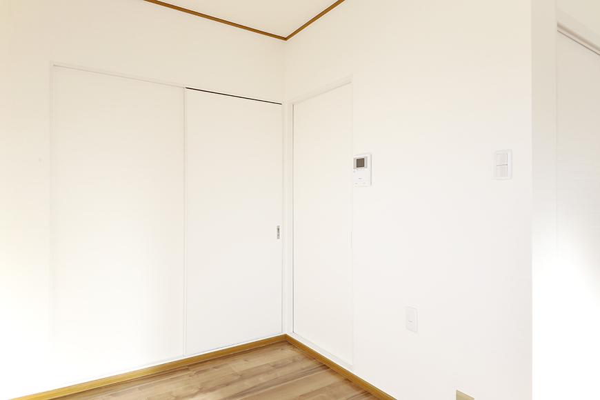 上社駅【サザン社口】三階_キッチン・洋室へのドア_MG_7402