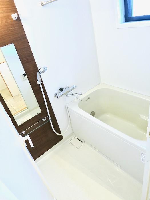 バスルーム。AZUR JOSAI 2A 1