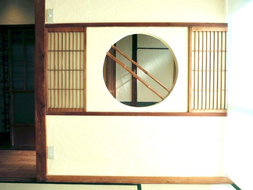 和室。丸窓・漆喰・畳・6帖 古民家風戸建てリノベーション。BB Style~SAKIGAKE~5