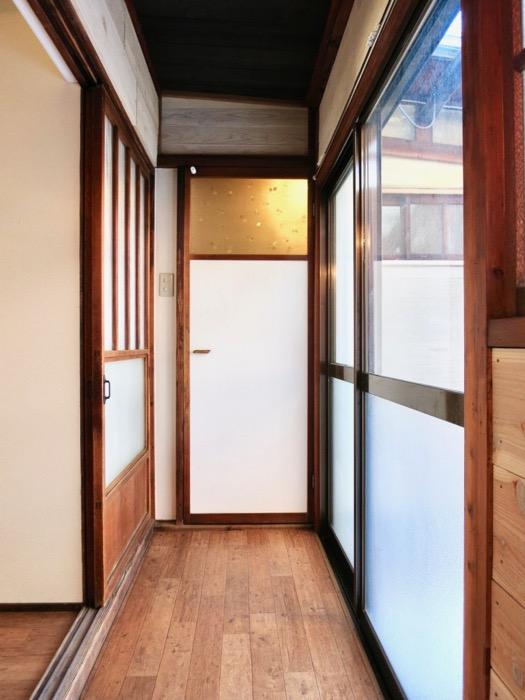 水回りがある奥の廊下も不是たっぷり。古民家風戸建てリノベーション。BB Style~SAKIGAKE~0